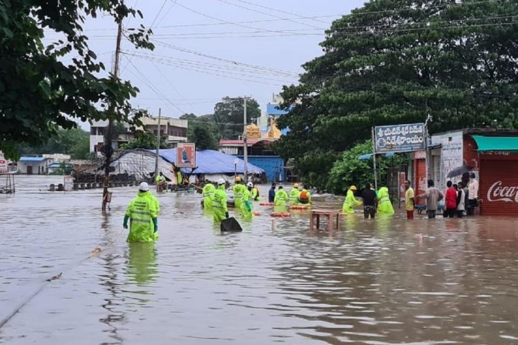 تلنگانہ کے متحدہ ورنگل ضلع میں شدید بارش۔کئی کالونیوں میں بارش کا پانی داخل