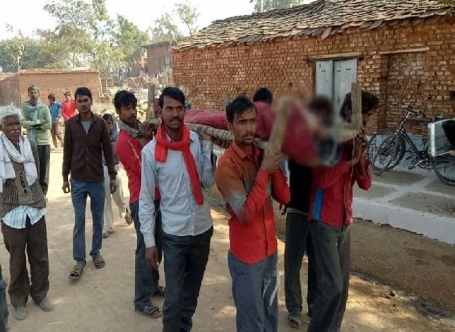 مدھیہ پردیش: کسان کے بیٹے نے کی خودکشی، پوسٹ مارٹم کے لئے کھٹیا پر لیے گئے لاش