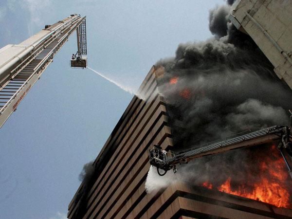 سورت میں 14منزلہ عمارت میں شدید آتشزدگی، 32 گھنٹوں کے بعد قابو پا لیا گیا