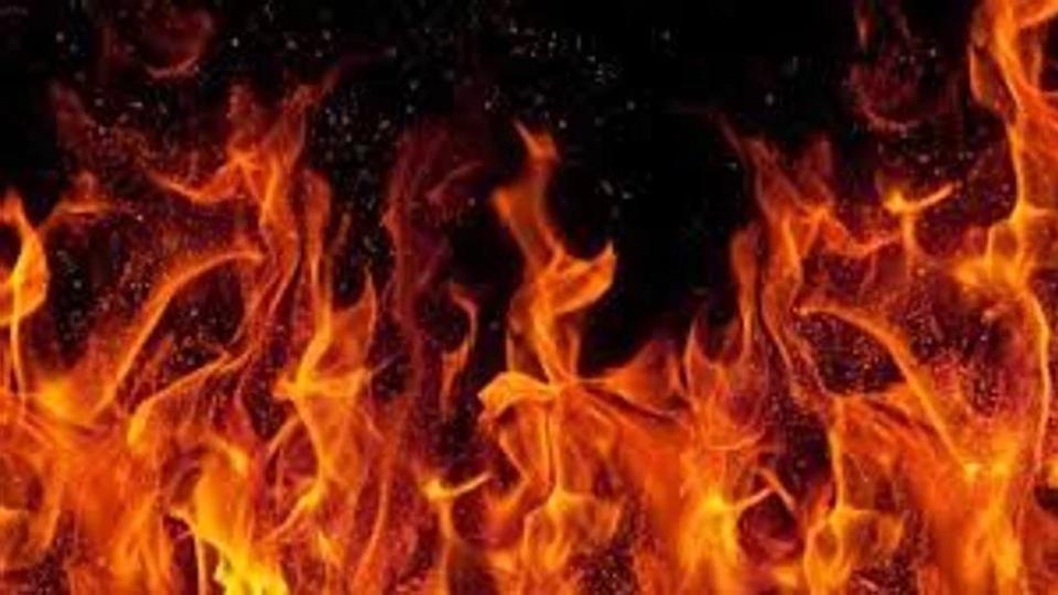 حیدرآباد کے یوسف گوڑہ علاقہ میں تین دکانات کو آگ لگ گئی