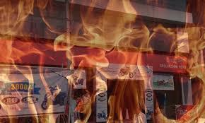 حیدرآباد کے ملک پیٹ علاقہ کے شوروم میں بڑے پیمانہ پر آگ لگ گئی