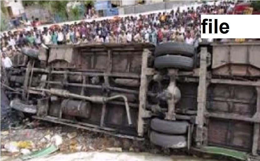 نیپال : بس ٹرک کی ٹکر میں ایک ہندوستانی سمیت 8 ہلاک ، 17 زخمی