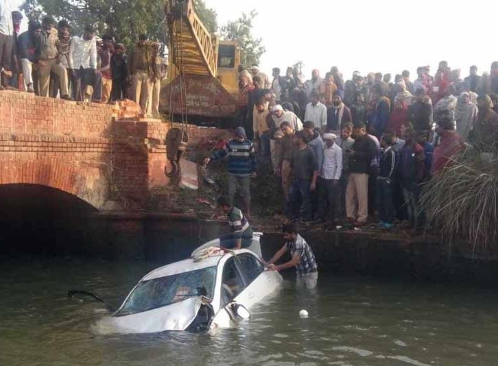 بلند شہر: نہر میں گری کار، 5 لوگوں کی موت، 3 زخمی
