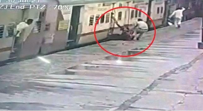 آرپی ایف کانسٹیبل کی چوکسی۔سکندرآباد ریلوے اسٹیشن پر خاتون کی جان بچائی