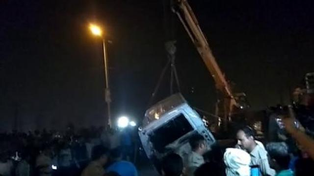 فون پر مصروف ڈرائیور نے نہیں لگائی بریک،نالے میں جاگری کار، دولہا سمیت سات کی موت