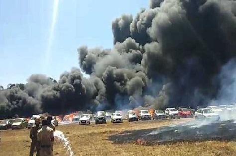 ایرو انڈیا کی پارکنگ میں آگ لگنے سے 150 سے زائد کاریں جل کر راکھ