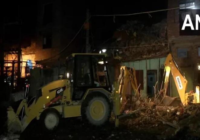 دہلی کے سلیم پور میں عمارت منہدم،2 افراد ہلاک،3زخمی