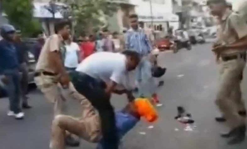 دہلی: ٹیمپو ڈرائیور نے پولیس والے کے سر پر تلوار سے کیا حملہ