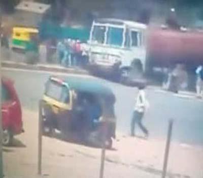 بنگلور میں تیز رفتار پانی کی ٹینکر پانچ لوگوں پر چڑھی،دو ہلاک تین زخمی