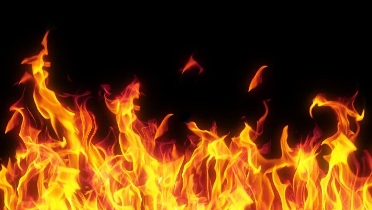 احمد آباد میں پلاسٹک فیکٹری میں زبردست آگ لگ گئی