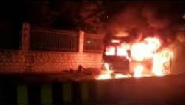 پرانا شہر حیدرآباد کے مادناپیٹ علاقہ میں منی پرائیویٹ بس میں آگ لگ گئی