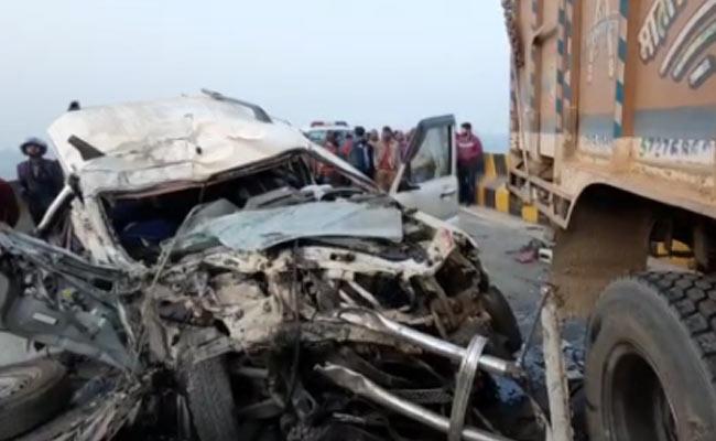 کٹیہار میں دو گاڑیوں کے تصادم سے چھ کی موت ، تین زخمی