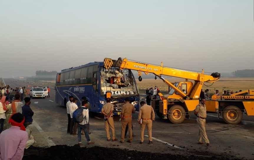 آگرہ-لکھنؤ ایکسپریس وے پر دردناک حادثہ، 20 مسافر زخمی، 5 کی حالت نازک