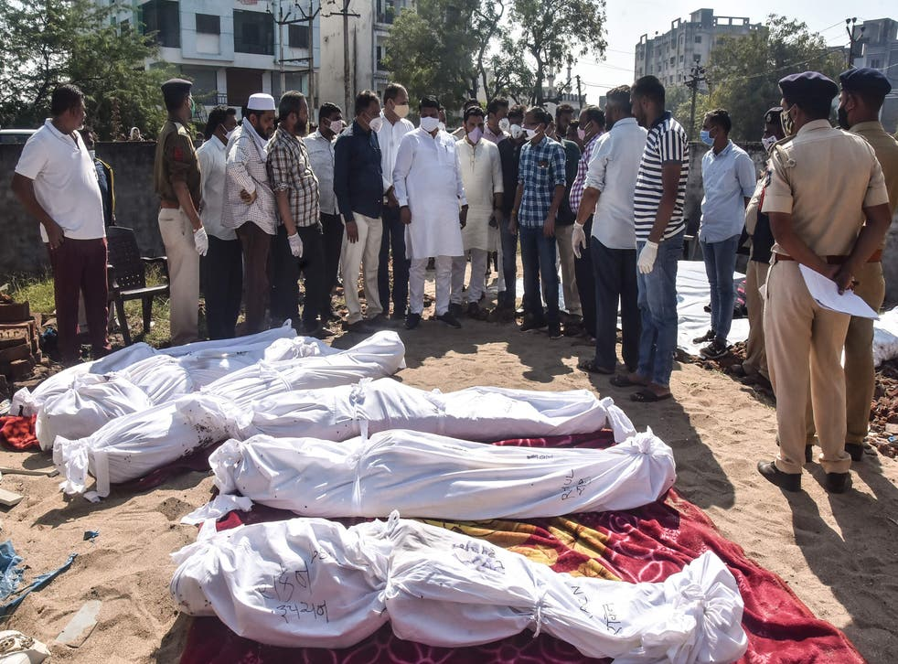 گجرات میں سڑک کنارے سونے والے مزدوروں کو بے قابو گاڑی نے کچلا، 15 ہلاک