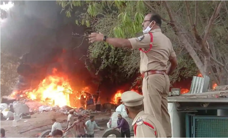 حیدرآباد کے افضل گنج علاقہ میں ٹائروں کے گودام میں بڑے پیمانہ پر آگ