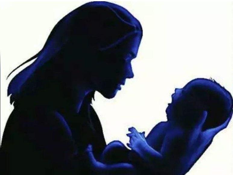 خاتون نے سڑک کے کنارے بچہ کو جنم دیا۔حیدرآباد میں واقعہ