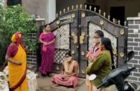 حیدرآباد: شوہر کے گھر کے سامنے سسرال والوں کے خلاف مظاہرہ، انصاف کی اپیل