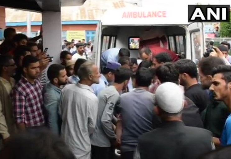 جموں کشمیر کے شیوپیاں میں کھائی میں گری بس، 11 طالب علم کی موت