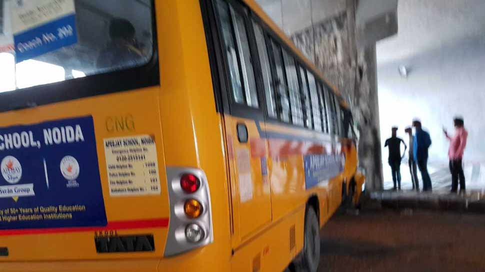 نوئیڈا میں اسکول بس حادثے کا شکار: 12 سے زائد بچے زخمی