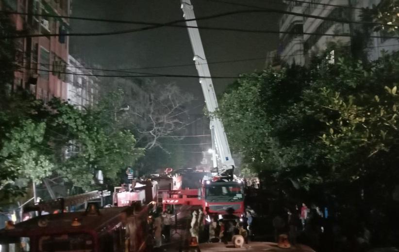 پانچ منزلہ عمارت میں آگ لگنے کی وجہ سے 12سالہ لڑکا سمیت دو کی موت