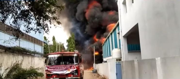حیدرآباد کے نواحی علاقہ جیڈی مٹلہ کی ایک فیکٹری میں آگ لگ گئی