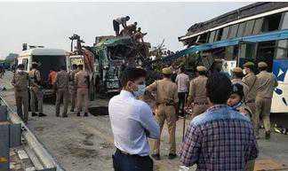 بارابنکی میں بس اور ٹرک کی ٹکر، نو افراد ہلاک ، متعدد زخمی