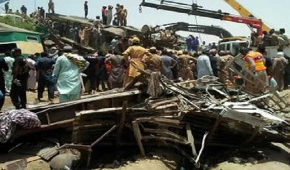 پاکستان میں ٹرین حادثہ: ہلاکتوں کی تعداد 62 ہوگئی