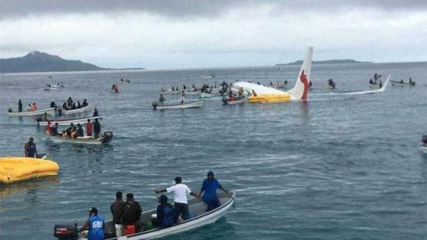 لینڈنگ کے وقت رن وے سے پھسل کر سمندر میں جاگرا جہاز