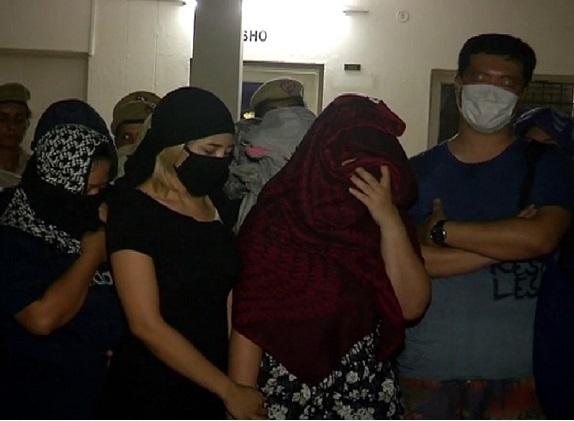 جسم فروشی کا کاروبارمیں مساج پارلر سے 11 لڑکیوں سمیت 15 گرفتار