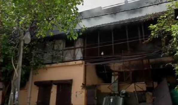 دہلی میں جوتا فیکٹری میں آگ لگ گئی