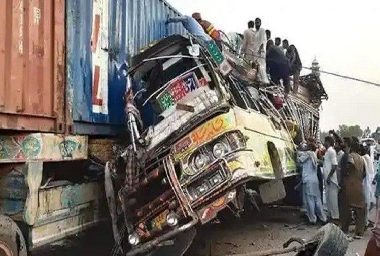 پاکستان کے ڈیرہ اسماعیل خاں میں سڑک حادثہ میں 34 افراد ہلاک، 40 زخمی