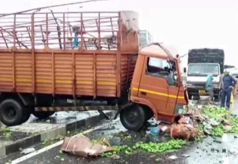 ممبئی میں بارش کی وجہ سے سبزی سے بھری ٹرک نے ماری کار کو ٹکر، ایک کی موت، 4 زخمی