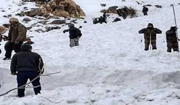 کپوارہ میں فوجی چوکی برفانی تودے کی زد میں آ گئی، ایک فوجی ہلاک دو زخمی