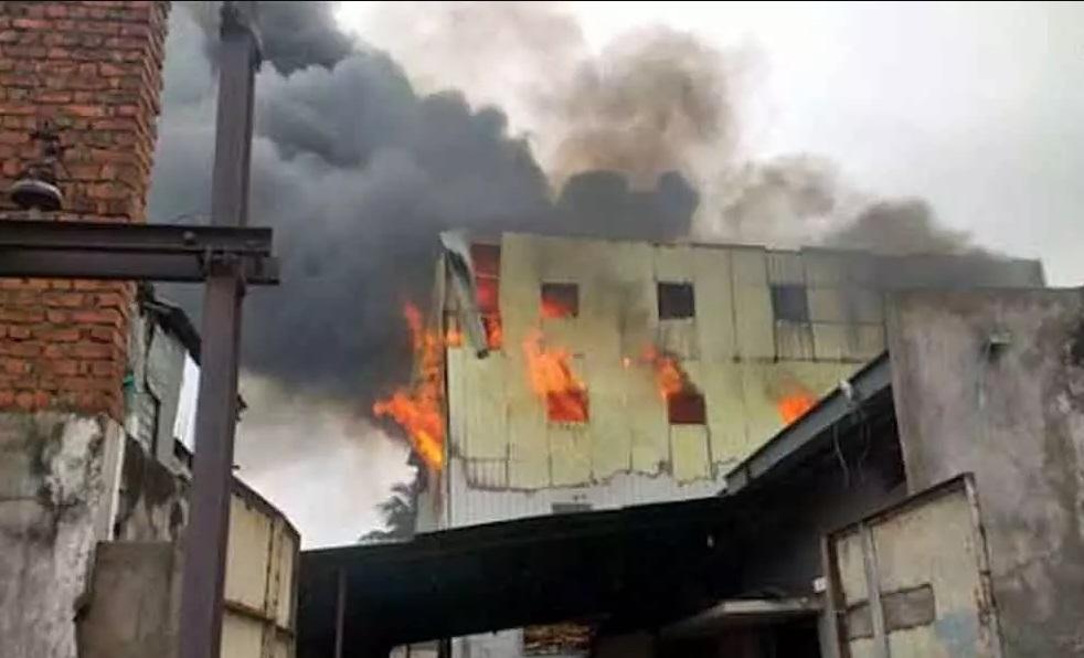 حیدرآباد:گودام میں بڑے پیمانہ پر آگ