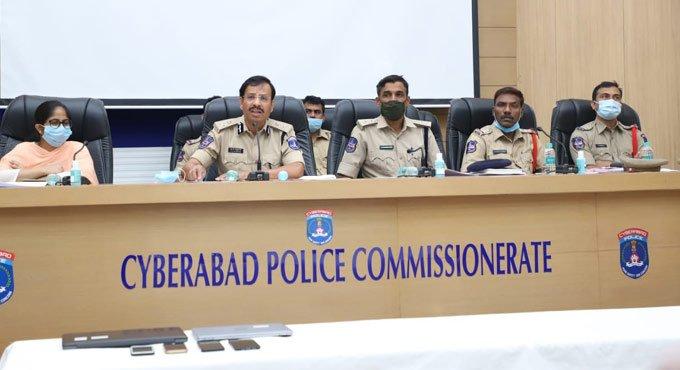 سائبرآباد پولیس نے سرمایہ کاری پر دھوکہ دہی کا معاملہ کا پتہ چلایا۔تین افراد گرفتار
