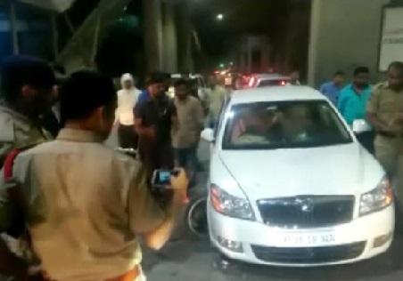 نشے کی حالت میں نوجوان نے میٹرو ٹرین کے پلر کو ماری ٹکر، تین زخمی