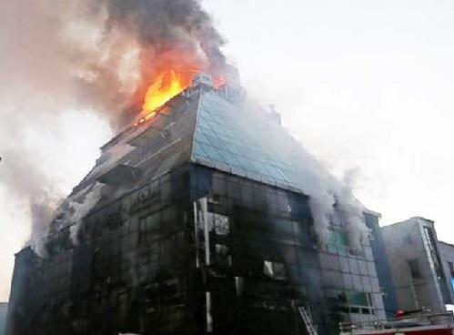 جنوبی کوریا کی 8 منزلہ عمارت میں آگ : 20 افراد ہلاک