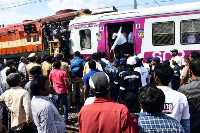 تلنگانہ میں لوکل اور ایکسپریس ٹرین کے درمیان ٹکر ، 13 زخمی