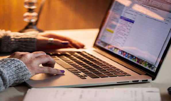 اساتذہ گھر سے کام کریں، طلبہ آن لائن پڑھیں