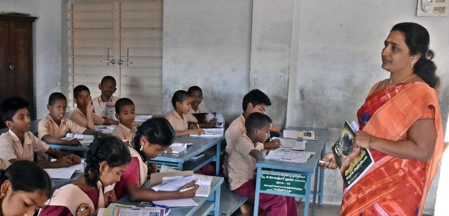 تلنگانہ کی وزیر تعلیم سبیتا اندراریڈی نے پرائیویٹ ٹیچرس کیلئے فی کس 25کیلو چاول کی فراہمی کا آغاز کیا
