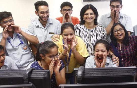 سی بی ایس سی نے 10ویں  کے نتائج کا کیا اعلان' 13 طالب علموں نے کیا ٹاپ