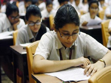 سی بی ایس ای امتحانات کو فول پروف بنانے کیلئے اعلی سطحی کمیٹی قائم ، اگلے ماہ تک رپورٹ طلب