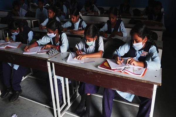 بنگال لاک ڈاؤن کی طرف بڑھ گیا ، تمام اسکولوں کو بند کرنے کا حکم