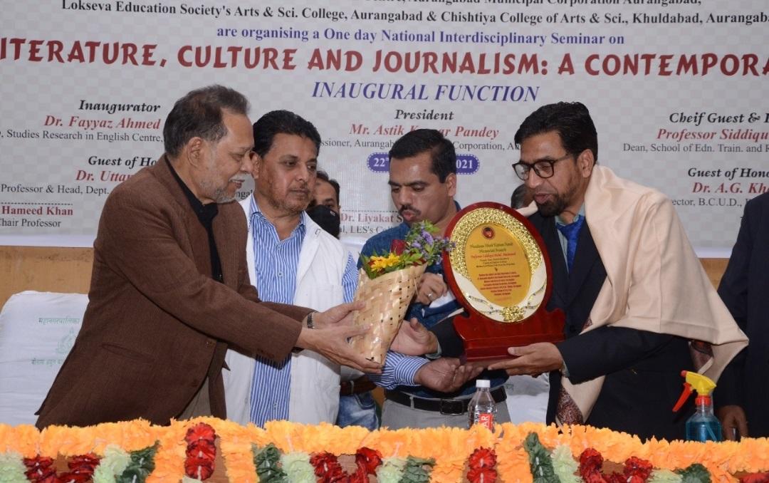 پروفیسر صدیقی محمد محمود کو تعلیمی خدمات پر باوقار مولانا آزاد ایوارڈ