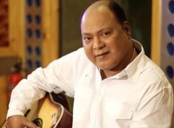 مشہور پلے بیک گلوکار محمدعزیز کا انتقال