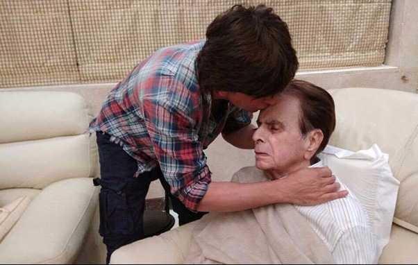 دلیپ کمار کا حال چال جاننے پہنچے ان کے شاہ رخ خان