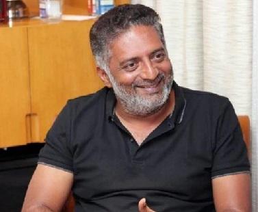 اداکار پرکاش راج کے ساتھ سیلفی۔شوہر نے کی بیوی سے بدکلامی