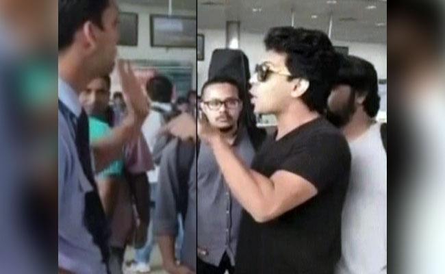 آدتیہ نارائن کا ایئرلائنز کے عملے سے خراب رویہ :اشوک پنڈت نے کہا انہیں معافی مانگنی چاہئے