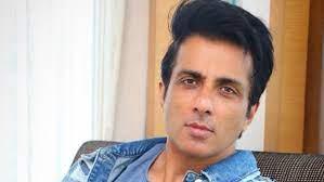 اداکار سونوسود نے جھانسی کے کورونا مریض کو ایرایمبولنس کے ذریعہ علاج کے لئے حیدرآباد پہنچایا