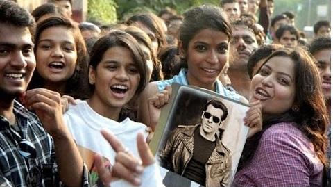سلمان خان کے گھر میں گھس کر لڑکی نے کیا ہنگامہ، کہا-